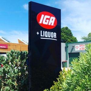 Illuminated pylon sign refurb for IGA Neerim South